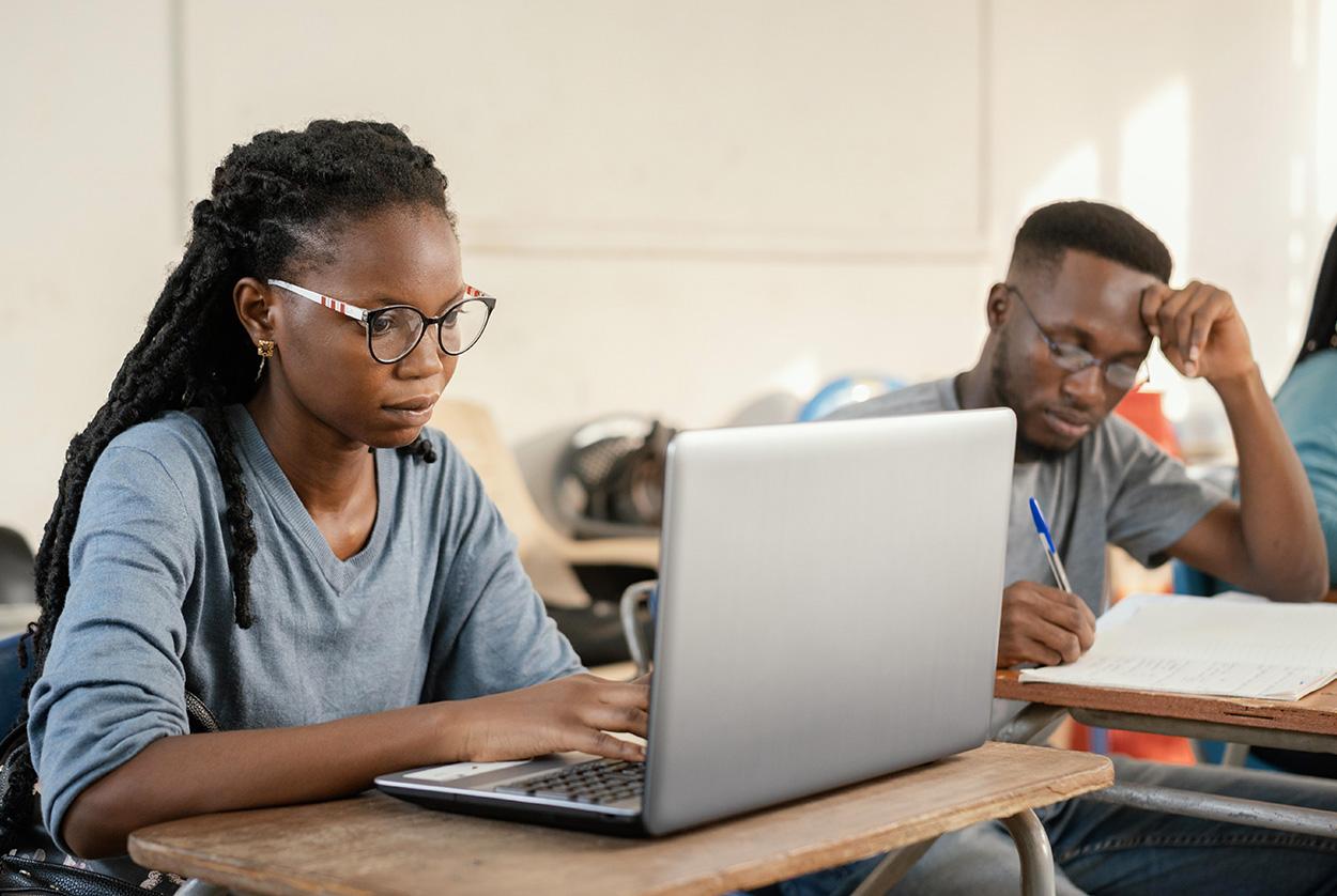 Ergo_0000_medium-shot-hard-working-students